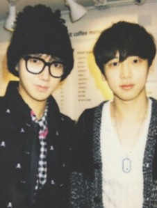50408-super-junior-yesung-reveals-close-picture-with-brother-good-looking-ge